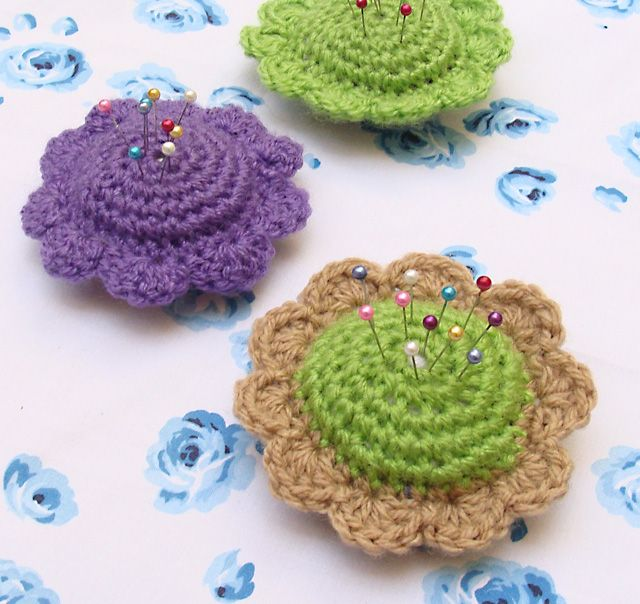 Cute crochet pin cushions from http://www.creativejewishmom.com/2010/04/crochet-sweet-flower-pin-cushions-for-shavuos-for-mom-for-a-teacher.html