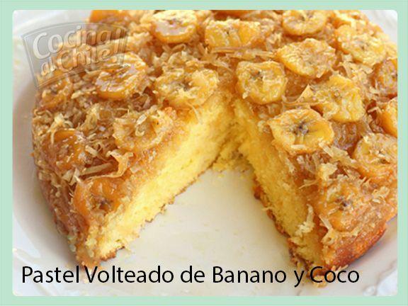 Delicioso pastel con caramelo, banano y coco.