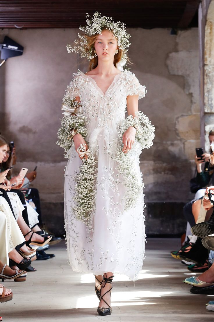 Rodarte Spring 2018 Fashion Show, Runway, Couture Collections at TheImpression.com - Fashion news, street style, models, backstage, accessories, and more