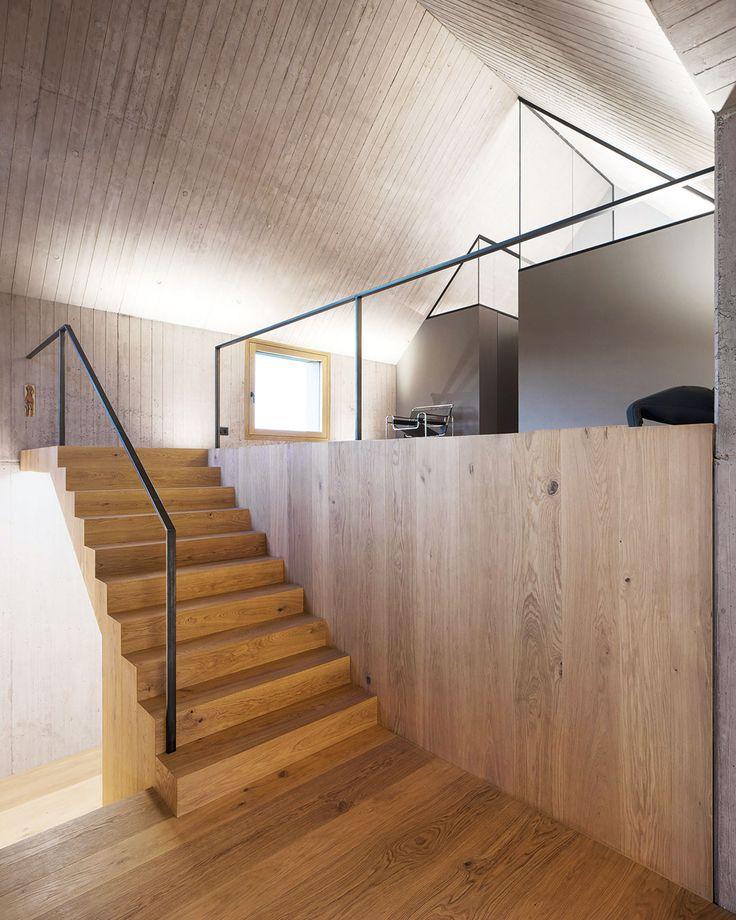 Häuser des Jahres 2016 Innenansicht Betonschalung Holztreppe