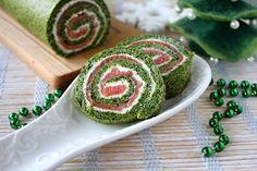 Закусочный рулет со шпинатом и лососем — праздничный рецепт с пошаговыми фото