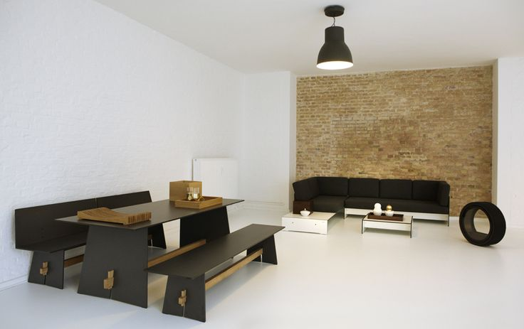 Nasz showroom w Berlinie. Nowoczesne meble z hpl, mobilne biokominki oraz inne ekskluzywne produkty do aranżacji wnętrz.
