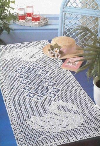 http://crochet-plaisir.over-blog.com/article-chemins-de-table-et-leurs-grilles-gratuites-au-crochet-101347239.html