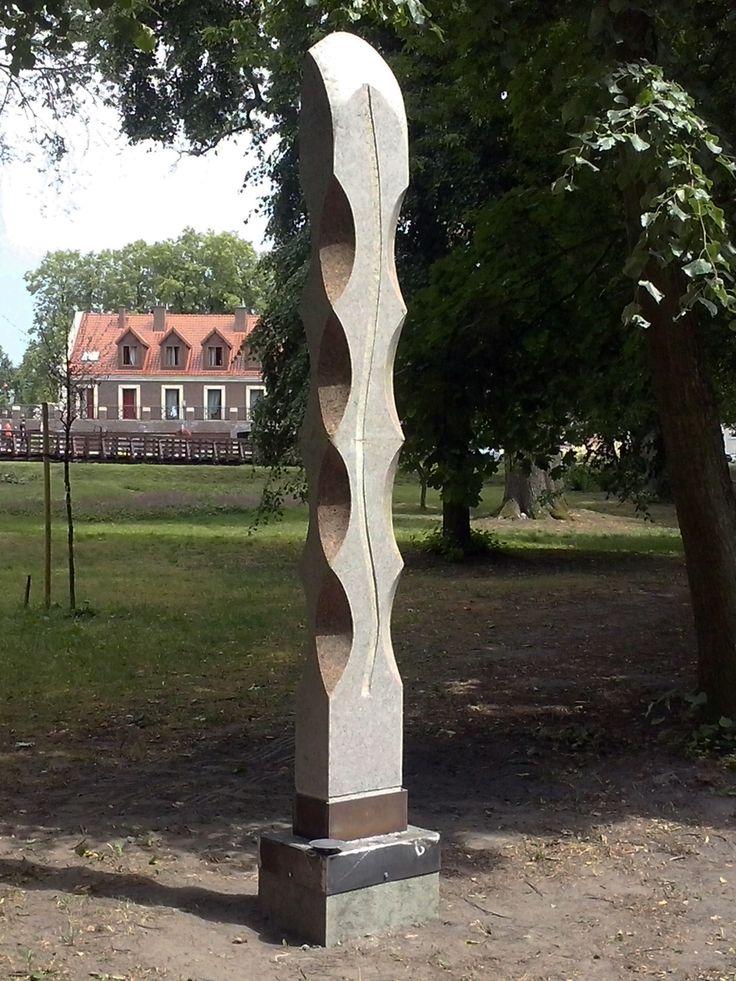 """JANUSZ CZUMACZENKO, """"Miodowy miesiąc"""", granit / 2015"""