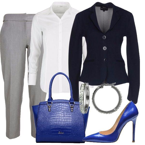Per un martedì al lavoro: camicia bianca a maniche lunghe, giacca blu a tre bottoni e pantaloni grigi. Borsa a mano e décolleté blu elettrico. Il tocco di luce è dato dagli orecchini a cerchio, piccoli e con cristalli.