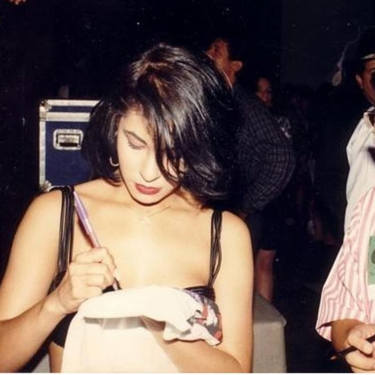 "182 Likes, 1 Comments - Selena Quintanilla-Perez (@selenaqperezvive) on Instagram: ""Always signing an autograph…"""