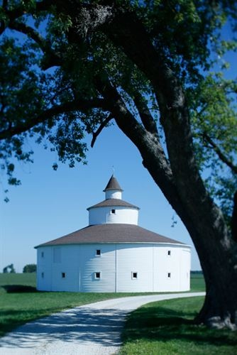 Strauther Pleak Round Barn, just north of Greensburg, IN  Photo by Tony Valainis