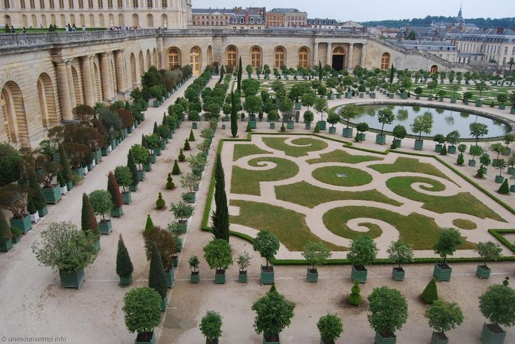 The gardens of the famous Palace of #Versailles, located half an hour away from #Paris