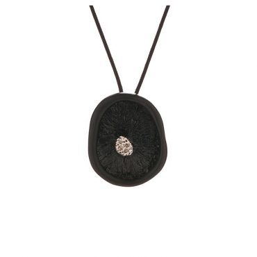 Κολιέ μανιτάρι Huffy από ασήμι 925 με μαύρο πλατίνωμα με διαμάντια στο κέντρο και κρεμαστό σε κορδόνι | Κολιέ HUFFY ΤΣΑΛΔΑΡΗΣ στο Χαλάνδρι #κολιε #huffy #ροζ #μαυρο #διαμαντια