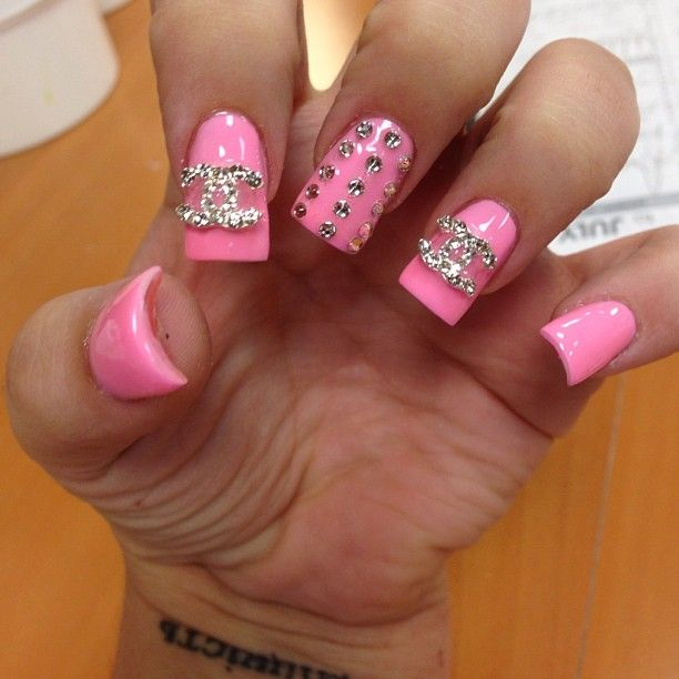 So cute, minus the flare! Flare nails are hideous!