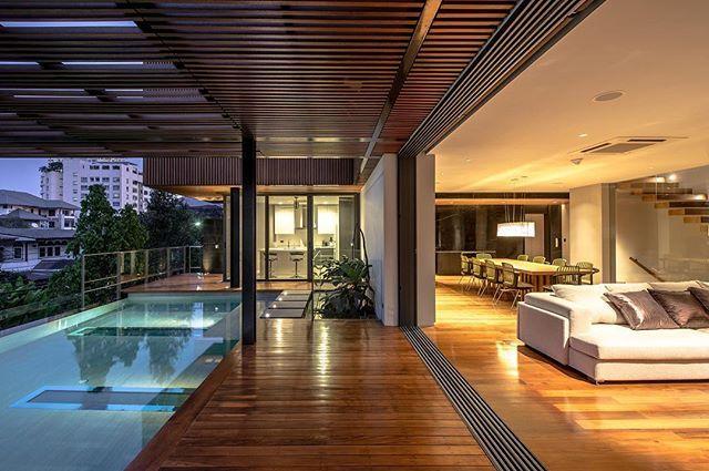 🏠 Joly House 📐 Stu/D/O Architects 📍 Bangkok, Thailand 🇹🇭 📸 Krisada Boonchaleow, Chanin Limapornvanich 🏗️ 🔲 750sqm ⠀ ⠀ ……....................................