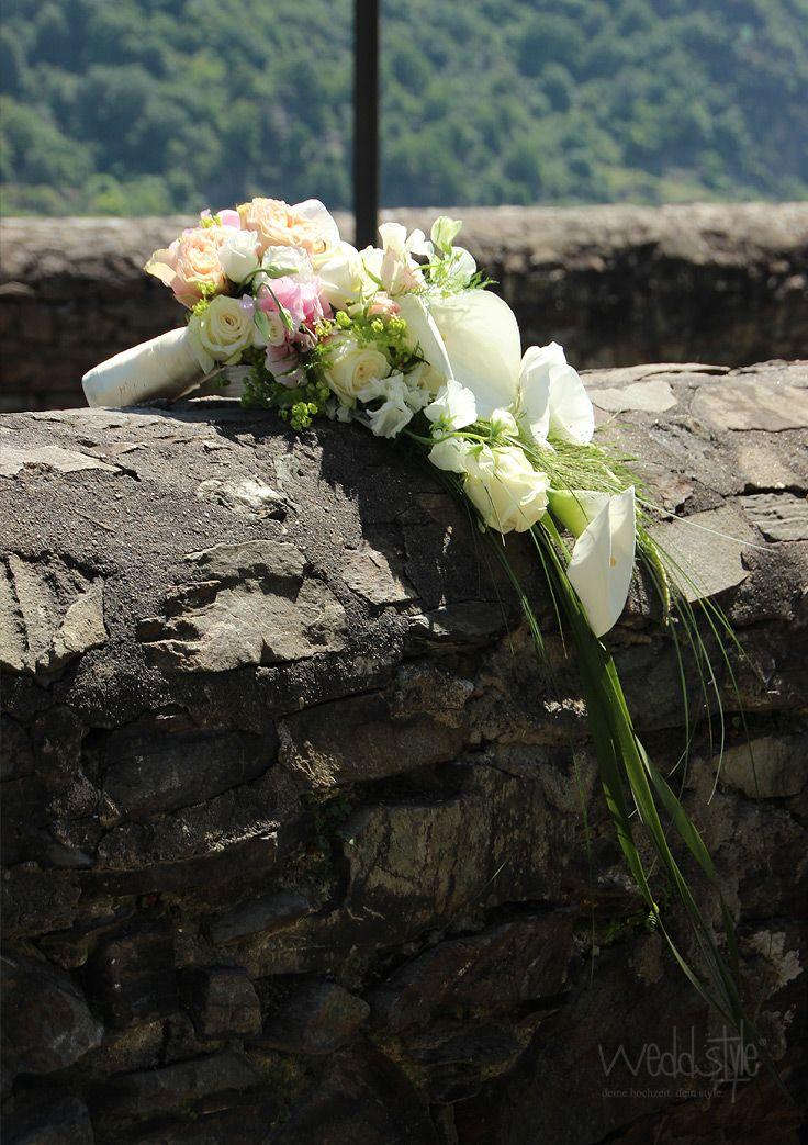 Wasserfall Brautstrauß. Hochzeitsfloristik von Weddstyle. http://www.weddstyle.de/hochzeit-brautstrauss.html