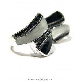 Anillos de mujer - Lacado B/N - Hoy traemos este estupendo anillo!! Plateado con esmaltado en B/N - Nunca pudo ser mejor momento, estan super de moda mezclados el blanco y negro... Descubre su precio especial y con gasto de envio gratis!!