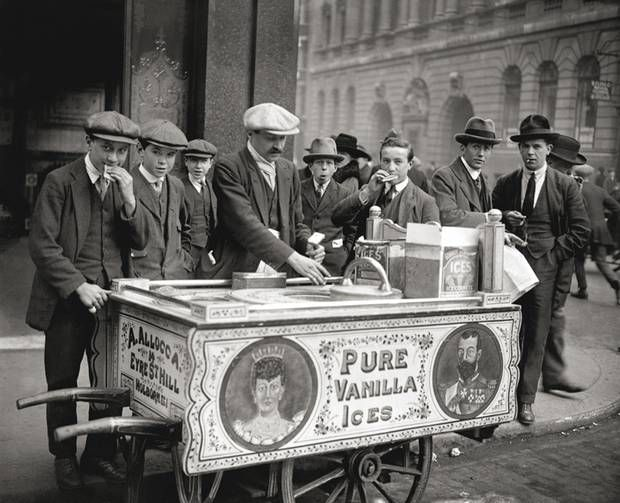 1921: Ice Cream seller on the streets on London PA