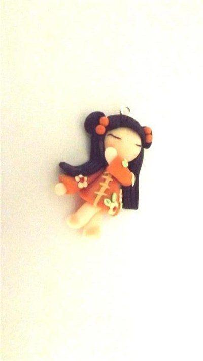 """Dalla serie """" MONDO KOKESHI"""" CIONDOLO CHARMS  bambole giapponesi 4,5 cm -   ARANCIO    - portafortuna     - FIMO -   - idea regalo - natale -"""
