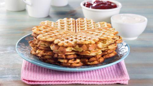 NATURLIG RIKE PROTEINVAFLER(ca 6 plater). 4 egg + 1/2 boks cottage cheese + 5 ss havregryn + 1/2 ts bakepulver + Kardemomme/kanel (kan sløyfes) + 1 ss søtningsmiddel #vaflar #waffles