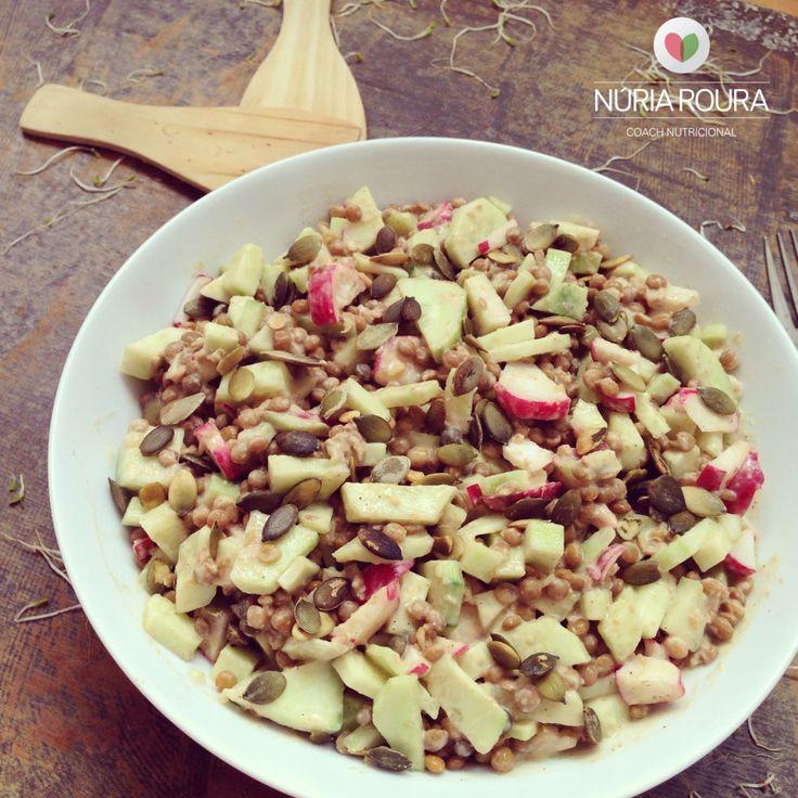 ensalada de lentejas con salsa de tahini y umeboshi