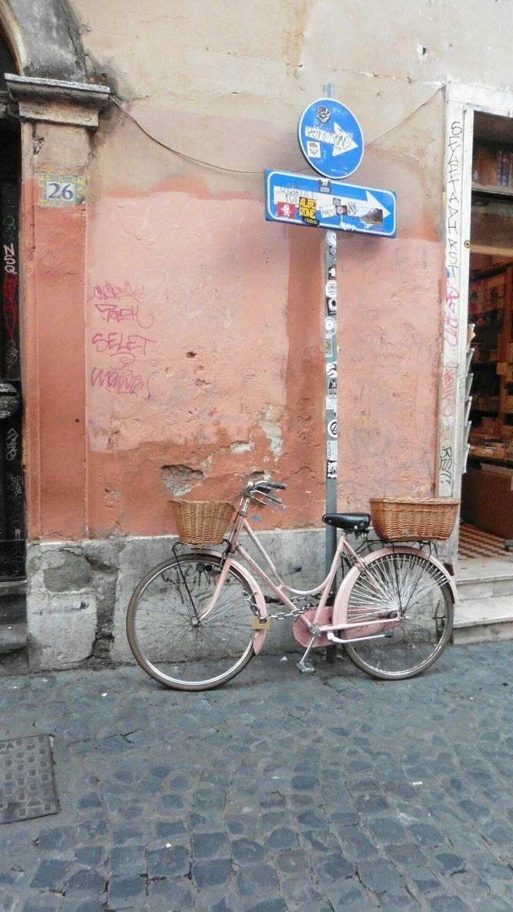 Pink bicycle in Trastevere, Rome