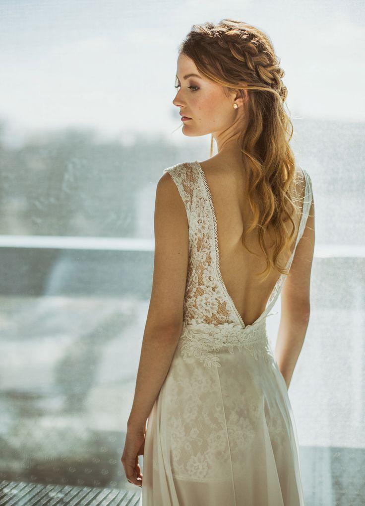 updo bridal hairstyle, bridal hairstyle, bridal hair, wedding hair, half do braided hair, half open hairstyle with plaited side