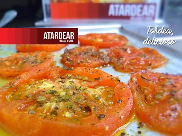 Disfruta de nuestras preparaciones llenas de sabores exquisitos y frescos siempre. Degusta las lasañas, sándwiches gratinados y sándwiches club.  Visitanos en www.atardear.com y conoce toda nuestra carta de productos.  Atardear, es tiempo de compartir www.atardear.com Tel. 5966008  #tardea #atardear #estiempodecompartir #itstimetoshare #tomatesasados #lasañas #sándwiches #sandwch