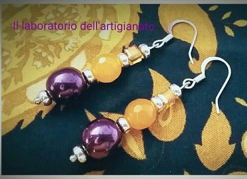 """Orecchini in assemblaggio, realizzati a mano con perle Swarovski Burgundy e giada gialla. Visita la mia pagina fb """"il laboratorio dell'artigianato""""."""