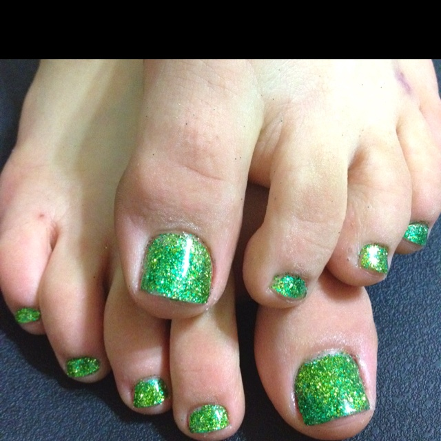 Best 25 shellac toes ideas on pinterest manicure and pedicure green glitter shellac toes prinsesfo Images