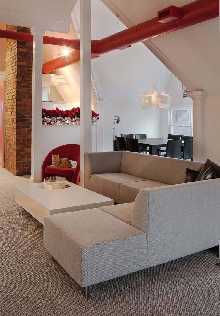 Our friendly clients from Valley City in Ohio have just sent us several photos of the Coffee Fire Long bioethanol fireplace by Planika. The photos were taken in their private residence in the USA. We absolutely love the #apartment, the #Christmas tree, the colours and of course the fireplace, adding warmth to the #interior.