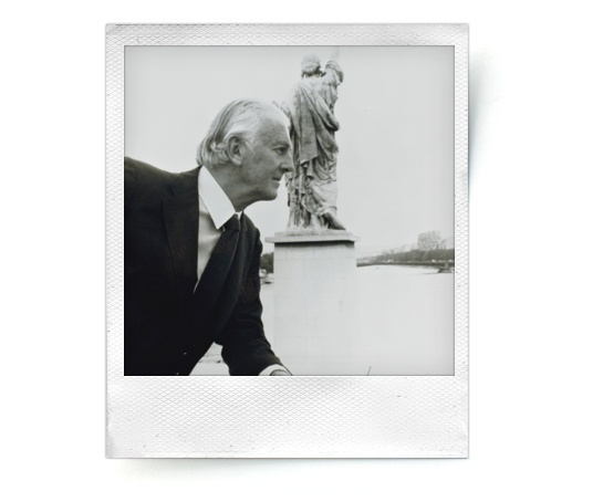 L'expo néo-classique d'Hubert de Givenchy chez Christie's http://www.vogue.fr/culture/a-voir/diaporama/l-expo-neo-classique-d-hubert-de-givenchy-chez-christie-s/9674