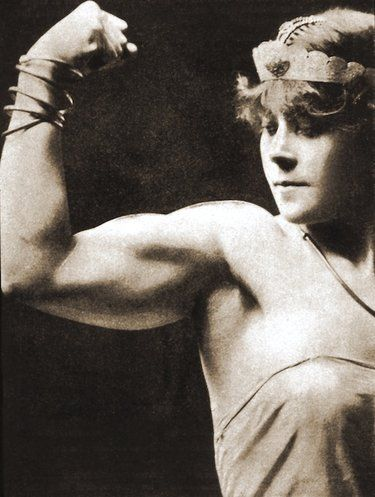 """""""If someone ever tells you strong muscular women didn't exist in the past, and that every woman was little, tiny and dainty, show them their ignorant ass this post."""""""
