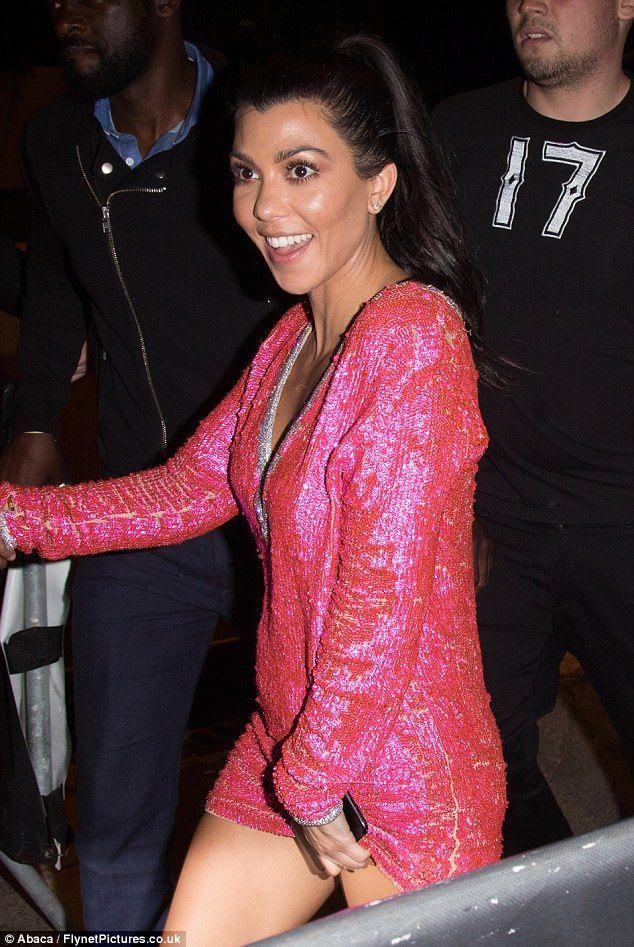 Kourtney Kardashian dwarfed by toyboy Younes Bendjima on night out #dailymail