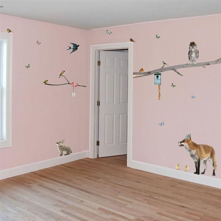 Tover je kamer om in een grote, gezellige beestenboel! Met deze prachtige VAN IKKE Dieren XL muursticker bepaal je je eigen compositie omdat alle 41 stickers los worden geleverd. Met vrolijke vogels, een hertje, een vos, een konijn en nog veel meer!