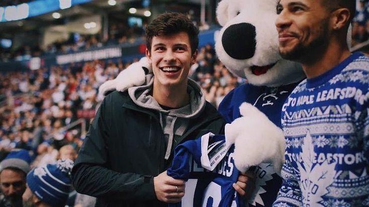 "1.3 millones Me gusta, 20.5 mil comentarios - Shawn Mendes (@shawnmendes) en Instagram: ""Leafs game last night! @mapleleafs"""