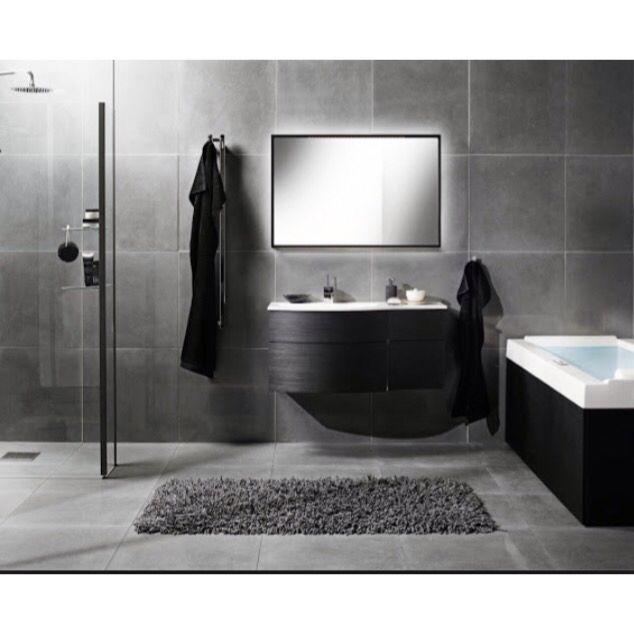 Stilsäkert badrum i svart och grått