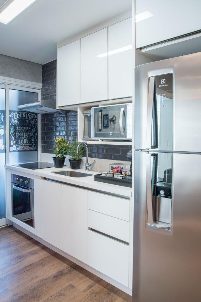 Apê de 44 m² com decoração descomplicada e revestimentos modernos | CASA CLAUDIA