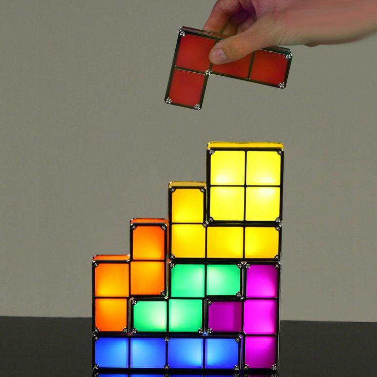 La lampe Tetris amène ces éléments cultes et originaux de la Game Boy chez vous en les faisant briller.