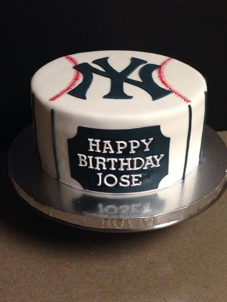New York Yankees cake, by incrediBundts & More