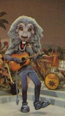 Animal Kwackers... 1970s Childrens' TV Programme... The stuff nightmares were made of. i remember one christmas morning they visited a childrens hospital on tv, must have scared the kids something rotten