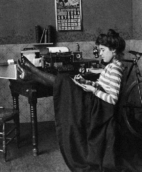 edwardian-time-machine:  Secretary relaxing, c 1901. Source