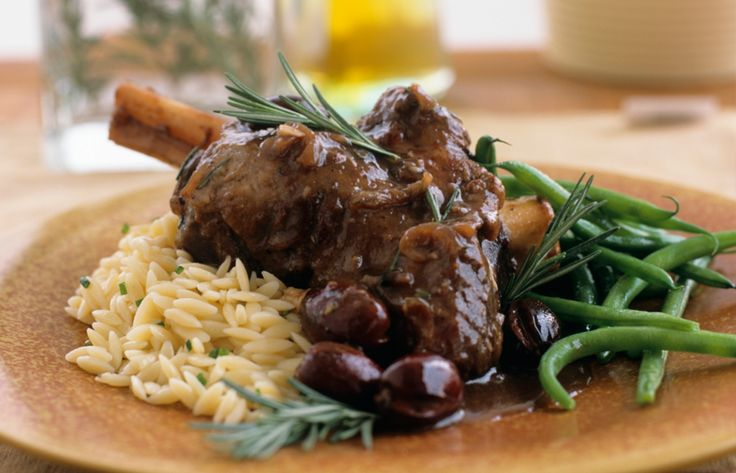 Lamb shanks braised with beer, honey and bay leaves