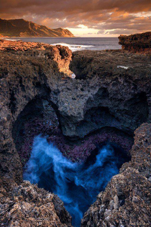 «Любовь». Вулканическая стенка рифа на острове Оаху, Гавайи.