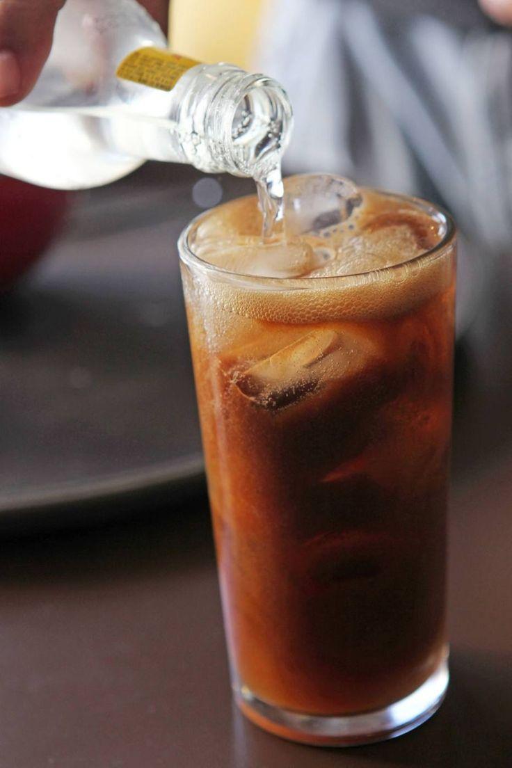 Sil red coffee: drinque de café, gim e chá