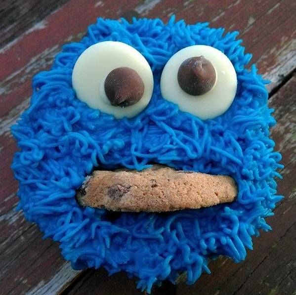 'Cookie Monster' cupcake.