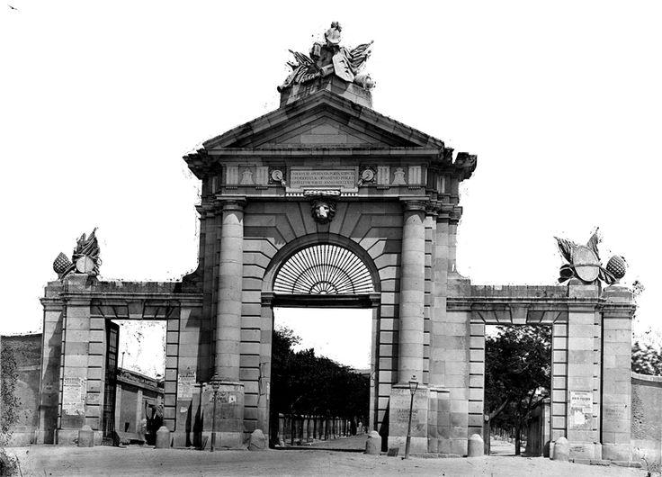Antigua Puerta de San Vicente en 1880