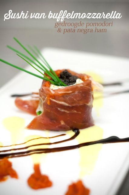 Sushi van buffelmozzarella, gedroogde pomodori en Pata Negra ham ( of Parma Ham of San Daniele Ham)
