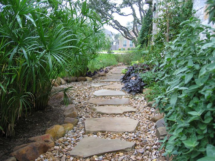 Stone walkway outdoor projects pinterest - River stone walkway ideas seven diy projects ...