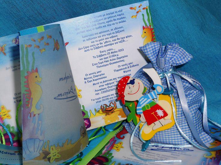 """Προσκλητήριο Βάπτισης Βιβλιαράκι δίφυλλο με θέμα """"ΒΥΘΟΣ"""" Το προσκλητήριο έχει εξώφυλλο ριζόχαρτο και το δεύτερο φύλλο είναι χαρτόνι Οπαλίνα 300gr, στην ράχη έχει δύο χρώματα χαρτόνι και δύο χρώματα  κορδέλες. Δεν έχει φάκελο Στις κορδέλες υπάρχει και καρτελάκι για τα ονόματα των καλεσμένων σας Υπάρχει δυνατότητα επιλογής φακέλου και  στο χρώμα της κορδέλας Επίσης μπορείτε να βρείτε Σουπλά, Βιβλίο Ευχών, Μπομπονιέρες κλπ  http://e-prosklitirio.gr/"""