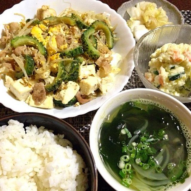 安売りのゴーヤでチャンプル〜たくさん食べて明日も頑張ろー☺️ - 69件のもぐもぐ - ゴーヤチャンプル、ポテトサラダ、玉ねぎとワカメスープ by tabajun