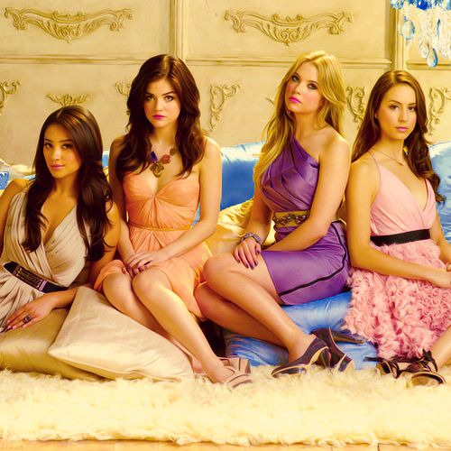 All the liars for a PLL promo photoshoot