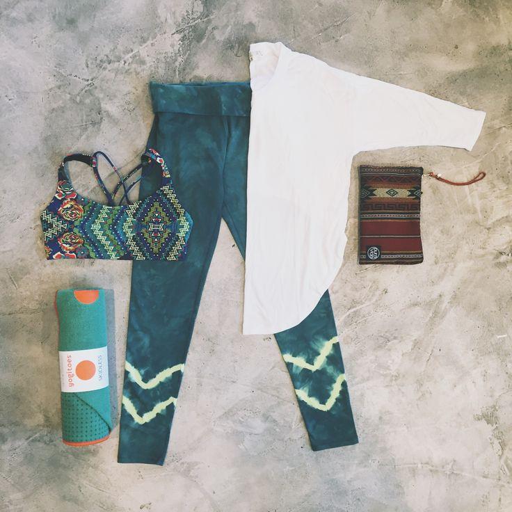 Onzie bra | Joah Brown top | Electric & Rose legging | Puravida Bracelet bag | Yogitoes towel >> evolvefitwear.com