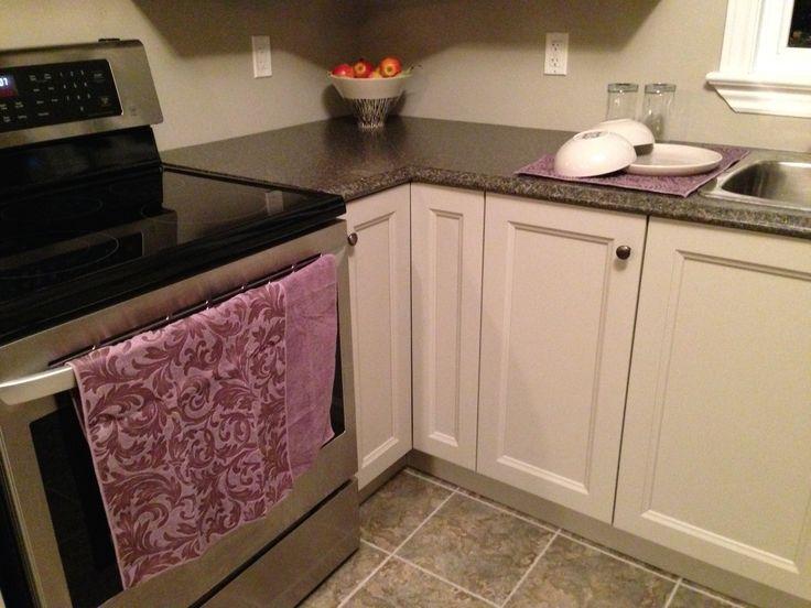 Our HomeStyles embossed towels and dish drying mats are a simple way to add a pop of colour to your kitchen.  /  Nos serviettes gaufrées et nos tapis égouttoirs HomeStyles sont un moyen facile d'ajouter une touche de couleur à votre cuisine